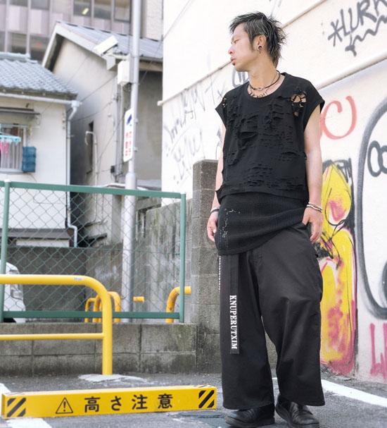 IKUMI スーパーダメージノースリーブTシャツ