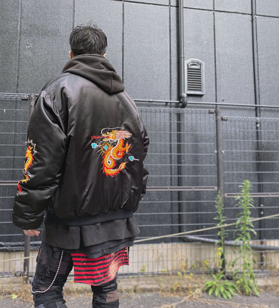 スカ刺繍ボンバージャケット
