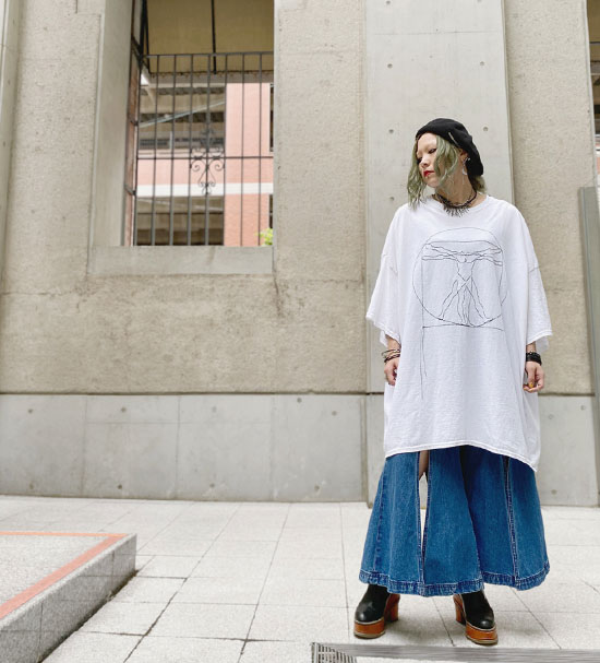 GILET ウィトルウィウス的人体図ステッチアートBIGTシャツ